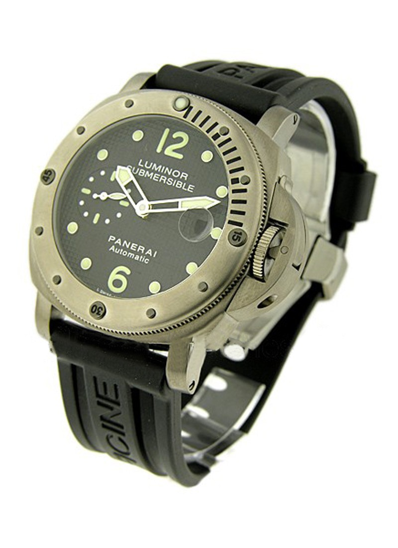 Panerai PAM 25    Luminor Submersible in Titanium