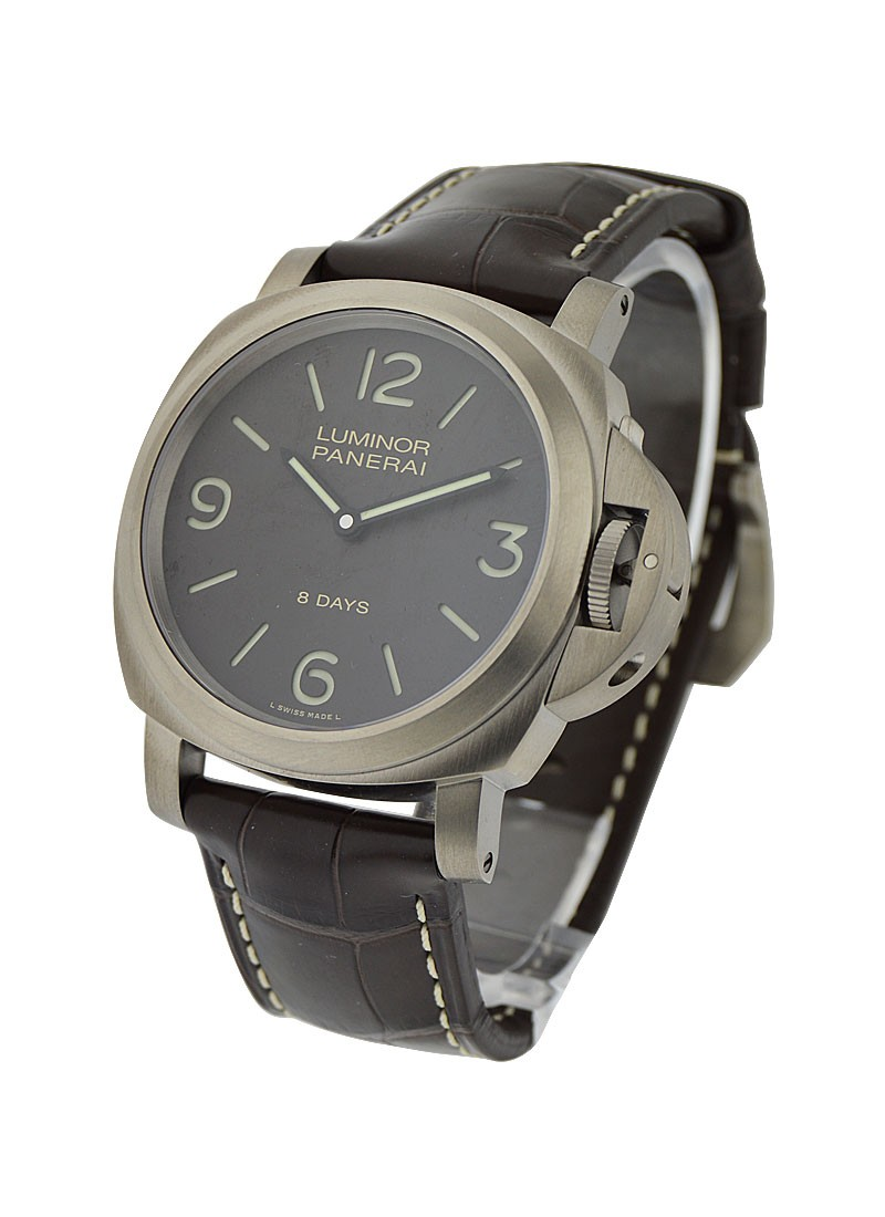 Panerai Pam 562   Luminor Base 8 Days in Titanium